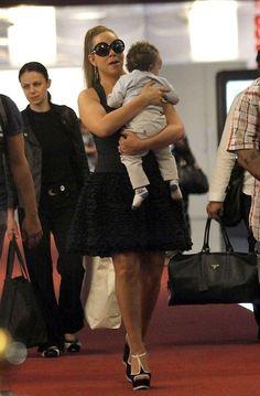 Mariah Carey Photos - Mariah Carey at the Airport - Zimbio