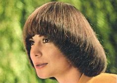 Mod and Mint: Vintage Spring Hair Styles from the - Pageboy bob style cut 1970s Hairstyles, Pigtail Hairstyles, Spring Hairstyles, Short Hairstyles For Women, Hairstyles With Bangs, Thick Bangs, Short Hair With Bangs, Bob Styles, Short Hair Styles