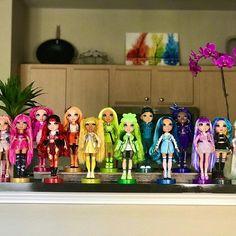 Dc Superhero Girls Dolls, Disney Descendants Movie, Rainbow Fashion, Miniature Dollhouse, Collector Dolls, Doll Stuff, Ooak Dolls, Monster High, Girl Dolls