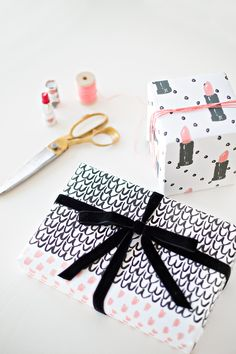 Free Printable Gift Wrap / How to wrap a present the right way!