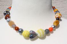 Ketten kurz - Kette gelb orange grau Herz Schmuck - ein Designerstück von trixies-zauberhafte-Welten bei DaWanda