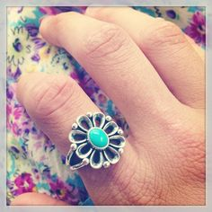 Celebrate the first week of spring with a pop of color! This James Avery customer chose a statement piece, the De Flores Ring with Turquoise. #JamesAvery
