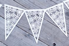 Snowflake pennant banner.  This would be perfect to add that final touch to your Christmas decorations.  It would also be great for a frozen themed birthday party.
