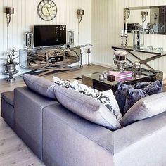 Готовы ли вы чувствовать себя уютно и стильно в вашем доме в одно и то же время? Для этого вот наш Лучший выбор мебели!  Зима приближается и желание сделать дом теплым и уютным растет с каждым днем! Мы предлагаем вам набор мебели, которая преобразит ваш интерьер и добавит ярких красок в ваши будни.