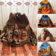 Wow !! กระเป๋า Wayuu Size L รุ่นใหม่พร้อมส่งนะคะ รุ่นพิเศษ Mochila con Caballo Pintado จะเป๋นกระเป๋ารุ่น Unicolor และสั่ง paint โดยจิตรกรฝีมือดีโดยชนเผ่า wayuu เรียกว่า Limited Piece of Art จริงๆๆ กว่าจะได้แต่ละใบต้องใช้ความชำนาญมาก สนนราคา 4,400 บาท สั่งซื้อ Add Line : jum_tumsuk หรือ Line :@jum_tumsuk (มี@ข้างหน้านะคะ) Crochet Purses, Crochet Clutch, Knit Crochet, Tapestry Crochet Patterns, Macrame Patterns, Tapestry Bag, Thread Painting, Boho Bags, Beaded Bags
