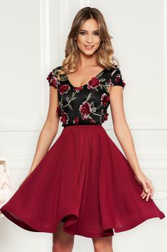StarShinerS burgundy occasional cloche dress voile fabric with v-neckline embroidered with floral details with effect Short Sleeves, Short Sleeve Dresses, Baptism Dress, Dress Cuts, Size Clothing, New Dress, Dress Outfits, Burgundy, Curvy
