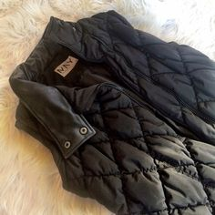 ❤️❤️ BLACK QUILTED VEST Worn a couple times still in excellent condition **remember to bundle and save 10%** no holds/no trades/no asking for lowest Andrew Marc Jackets & Coats Vests