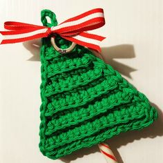 Quick and easy Christmas Tree Candy Cane Holder! Add a last minute handmade touch to your gifts!