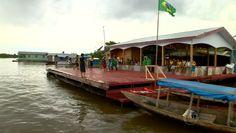 Ribeirinhos jogam futebol em flutuante no Amazonas (Foto: Reprodução/TV Amazonas)