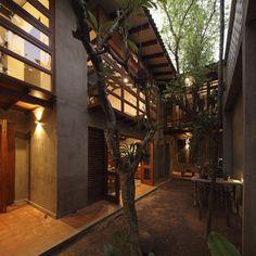 Tropical Architecture -  Nugegoda House / Chinthaka Wickramage associates