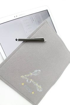 Ipad, Samsung Tablet Schutzhülle für  für 9,7 - 10,1 zol, bestickt, Wollfilz 2mm, Filz mit Motivstickerei, Sternzeichen Fische von Schrejderiha auf Etsy