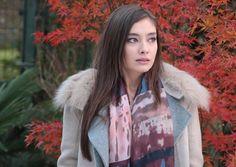 Neslihan Atagül Turkish Fashion, Turkish Beauty, Turkish Style, Prettiest Actresses, Girl Bedroom Designs, Special People, Turkish Actors, Best Actress, Kara