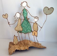 Uploaded by Cris Figueiredo. Dyi Crafts, Wire Crafts, Diy Arts And Crafts, Paper Crafts, Sculptures Sur Fil, Wire Art Sculpture, Elephant Crafts, Stained Glass Ornaments, Ceramic Wall Art