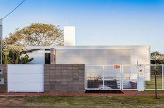 Casa Minimalista por Alex Nogueira - Contenido seleccionado con la ayuda de http://r4s.to/r4s