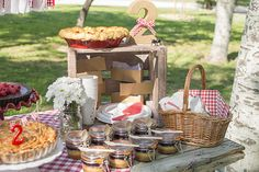 """Ya sabéis lo mucho que nos gustan los picnics, así que una """"picnic party""""  nos pareció una idea perfecta para celebrar el segundo cumpleaño..."""