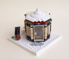 Christmas Scenery, Lego Christmas, Christmas Ideas, Lego Projects, Projects To Try, Legos, Lego Gingerbread House, Lego Winter Village, Step On A Lego