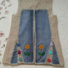 Browse lots of Free Crochet Patterns. We have compiled crochet pattern and knitting patterns. See all of crochet and knitting patterns. Diy Crochet, Crochet Baby, Crochet Top, Knitting Patterns Free, Baby Knitting, Crochet Patterns, Free Pattern, Gilet Jeans, Diy Crafts Knitting