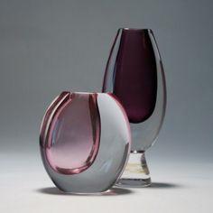 Vicke Lindstrand, Kosta Boda Vase Centerpieces, Vases Decor, Scandinavia Design, Kosta Boda, Glass Ceramic, Ceramic Artists, Porcelain Ceramics, Glass Design, Colored Glass