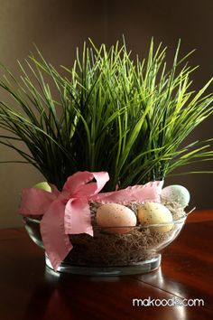 DIY 10-minutes centerpiece . . . replace eggs with flowers for spring and summer!