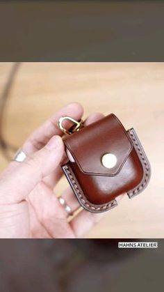 Leather Art, Leather Gifts, Leather Bags Handmade, Leather Design, Diy Leather Bracelet, Leather Necklace, Leather Jewelry, Leather Wallet Pattern, Slim Leather Wallet