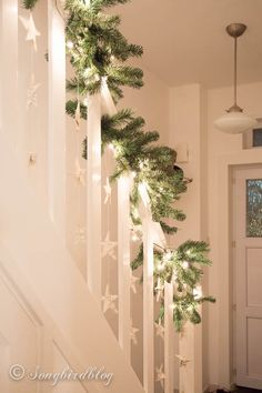 Simple, pretty.  Paper stars! Christmas staircase garland