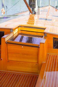 Solaris Yachts - 72 Classic - Entrance