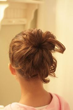 Loops what a great blogger with great directions on how to's with kids hair.  Love it!