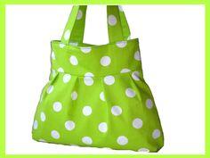 Tasche / Shopper in einem frischen Grünton mit Punkten in Weiß. Das Innenfutter der Tasche / Shopper ist aus Baumwollstoff in Grün, mit einer 2-get...