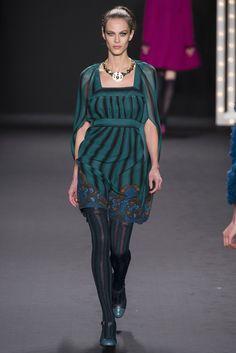 Anna Sui -Vestido Verde de rayas con tendencia a la corte de Luis XIV! me flipa.