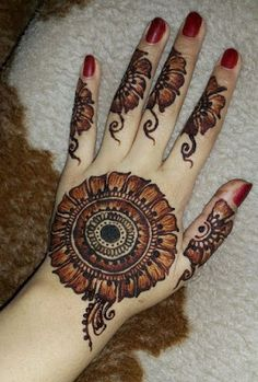 Mehndi henna designs are always searchable by Pakistani women and girls. Women, girls and also kids apply henna on their hands, feet and also on neck to look more gorgeous and traditional. Round Mehndi Design, Modern Henna Designs, Mehndi Designs Finger, Mehndi Designs Book, Back Hand Mehndi Designs, Mehndi Designs 2018, Mehndi Designs For Girls, Mehndi Designs For Beginners, Dulhan Mehndi Designs