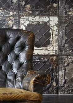 Brooklyn Tins 07 wallpaper available to buy online. An artistic wallpaper featuring a vintage tin ceiling effect at best online price. Order today for quick delivery. Vintage Industrial, Design Industrial, Industrial Chic, Industrial Living, Industrial Restaurant Design, Look Wallpaper, Tile Wallpaper, Wallpaper Designs, Modern Wallpaper
