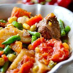 On commence la journée avec cette magnifique assiette de légumes  #IvorianFood  toujours !
