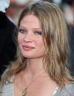 melanie thierry - Pesquisa do Google Aqua Eyes, Thierry, Barbie, Faces, Google, Honey, Hair, Celebrity Photos, Actresses
