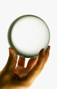 What is A Crystal Ball? Use of Crystal Balls in Feng Shui and Healing