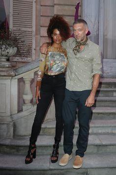 Vincent Cassel e Tina Kunakey, prove di matrimonio Celebrity Couples, Celebrity Style, Tina Kunakey, Vincent Cassel, Stylish Couple, Best Mens Fashion, Fashion Couple, Black Couples, Sharp Dressed Man