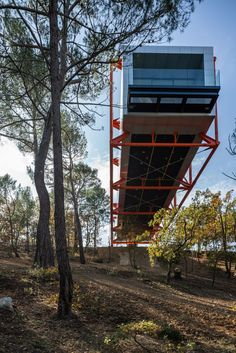 Richard Rogers cantilevers his final building from French hillside. Richard Rogers, Roman Roads, Richard Neutra, Renzo Piano, French Countryside, Tree Tops, Dezeen, Art And Architecture, Beautiful Architecture