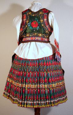 A Kárpátmedence viseletei - 104227362733955419577 - Picasa Web Albums from Sioagard, view 2 Folk Costume, Costumes, Hungarian Embroidery, Hungary, Albums, Culture, Amazing, Skirts, Art