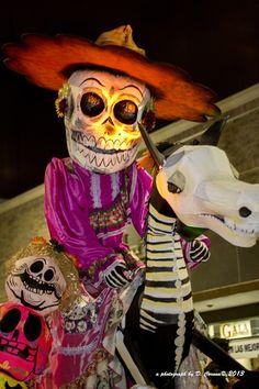 Teatro y música, así se vive el Día de Muertos en el Festival de Tradiciones de Vida Y Muerte en Xcaret.