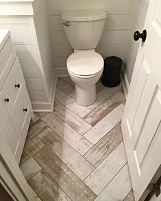 Best Small Bathroom Design Ideas That Will Make It Stand Out You can still use some cool Small Bathroom Design Ideas like the ones listed below.You can still use some cool Small Bathroom Design Ideas like the ones listed below. Bad Inspiration, Home Remodeling, Bathroom Remodeling, Cheap Remodeling Ideas, Small Bathroom Renovations, Sweet Home, New Homes, House Design, Modern Bathrooms