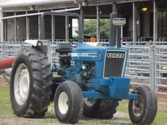 Ford 7600 low profile tractor.THis was introduced in 1976 as part of 24 Ford Blue tractors.This replaced the 83hp 7000 low profile.