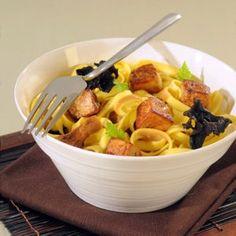tagliatelles aux dés de foie gras et champignons des bois Pasta, Polenta, Fine Dining, Quinoa, Macaroni And Cheese, Serving Bowls, Spaghetti, Cooking Recipes, Chicken
