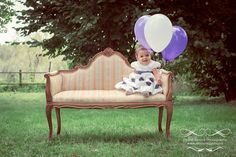 Piccoli Ricordi Photography - Baby Portfolio   Flickr - Photo Sharing!  #baby #sofà #divanetto #palloncini #balloons