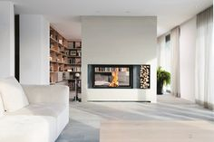 Porche finish in wooden home design Home Fireplace, Modern Fireplace, Modern Home Interior Design, Interior Design Living Room, Foyers, Contemporary Fireplace Designs, Home Office Decor, Home Decor, Modern Farmhouse Kitchens