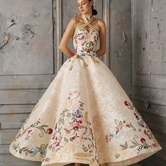 Floral Wedding Dresses That Are Incredibly Pretty ❤︎ Wedding planning ideas & inspiration. Wedding dresses, decor, and lots more. Fabulous Dresses, Beautiful Gowns, Elegant Dresses, Pretty Dresses, Beautiful Outfits, Beautiful Gorgeous, Gorgeous Dress, Evening Dresses, Prom Dresses