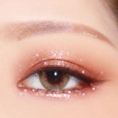 . Share Your Moments Together with ETUDE HOUSE! #에뛰드픽 Winner Will Be Announced Every Saturday . 62번째 에뛰드픽 #트윙클스타 리그램 대공개🎉 . #트윙클컬러아이즈… Kiss Makeup, Cute Makeup, Simple Makeup, Natural Makeup, Makeup Looks, Makeup Art, Beauty Makeup, Korean Makeup Look, Asian Eye Makeup