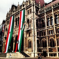 """budapestagram: """" rajshahinstaggram: right before İ snuck into Hungarian Parliament #tbt #Budapest // http://instagr.am/p/WlWiCmBqTo/ """""""