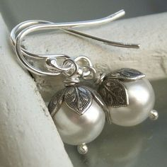 Flower bud pearl earrings Swarovski Crystal por KGarnerDesigns, $16.00
