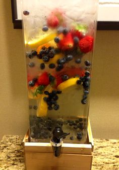 complimentary Infused Water at Portland Westin Hotel Portland, Oregon || #COLOReats @coloreats