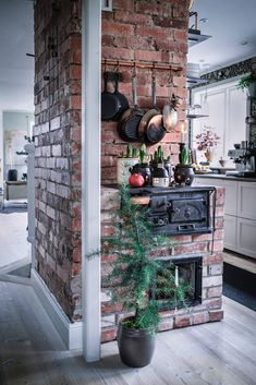 Who has their Christmas decorations up? 🎄 Loving this vintage stove set-up with minimal decorations. Vintage Stoves, Home And Deco, French Decor, Rustic Kitchen, Home Living Room, My Dream Home, Home Kitchens, Interior And Exterior, Kitchen Design