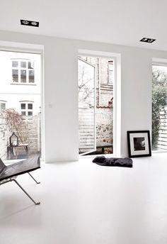 White minimalist living room. #Art #Modern #Interior